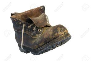 11567277-un-solitario-zapato-viejo-de-cuero-foto-de-archivo